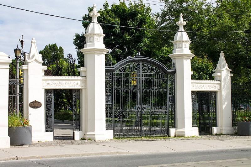gates-closer_web-800x533